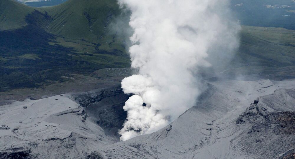 Eruption du volcan Aso, dans le sud du Japon (14 septembre 2015)