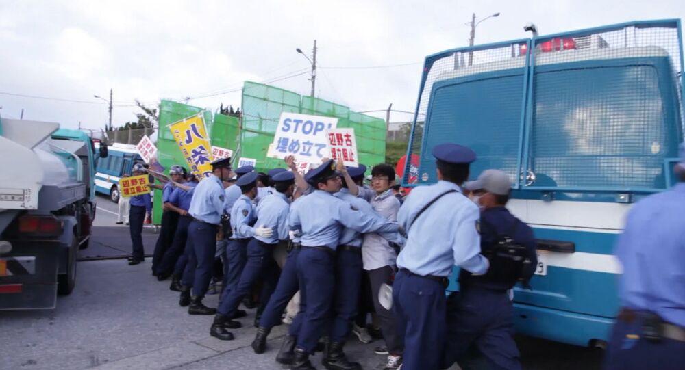 Protestations contre la présence des bases militaires américaines à Okinawa