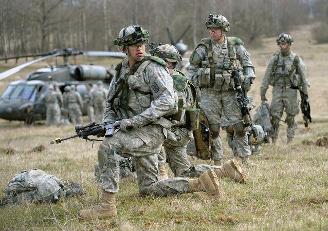 Un homosexuel bientôt à la tête de l'armée US?