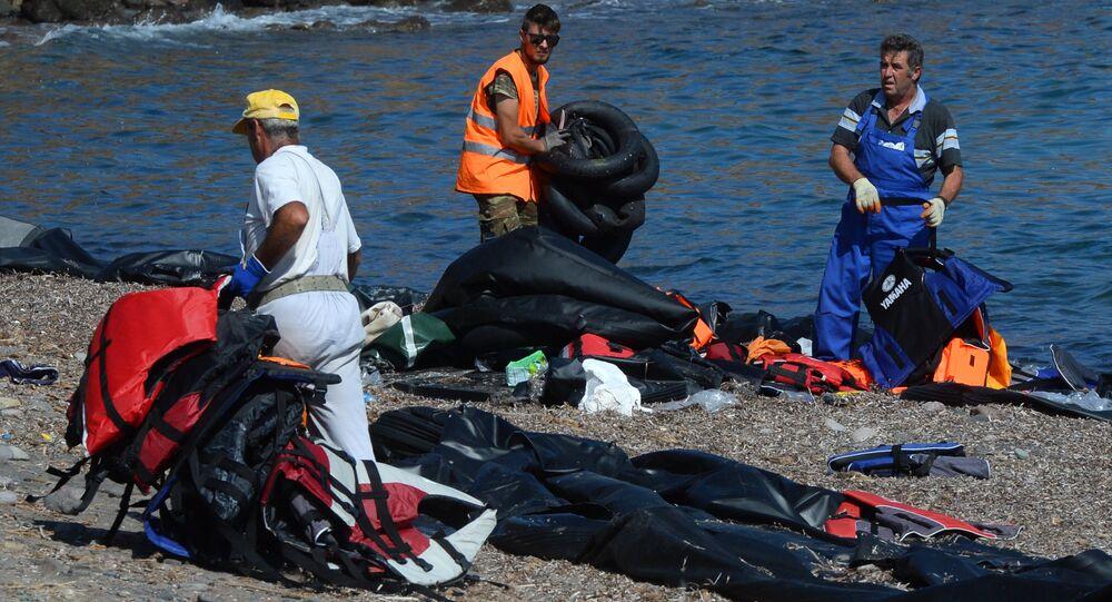 Des migrants, la Méditerranée
