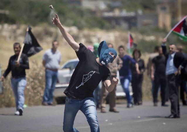 Les lanceurs de pierres palestiniens