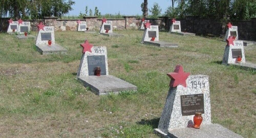 un cimetière de l'Armée rouge, à Milejczyce, dans l'est de la Pologne