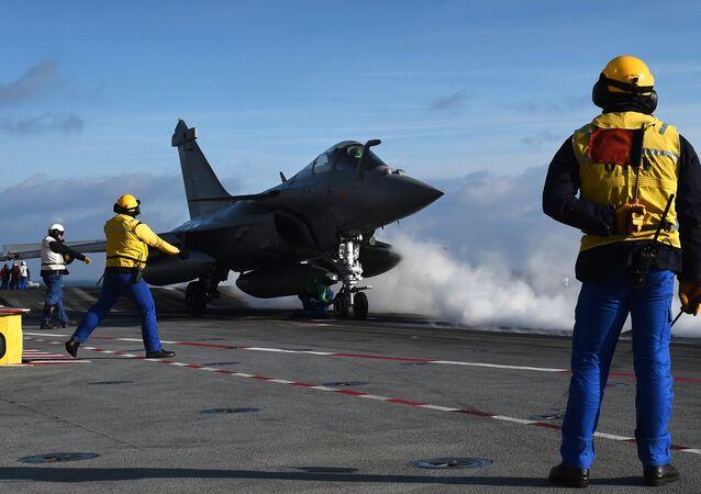 Rafale français sur le porte-avions Charles-de-Gaulle