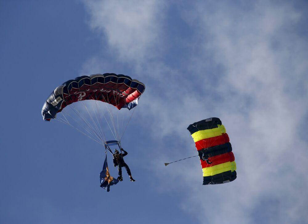 Parachutistes britanniques au Malta International Airshow