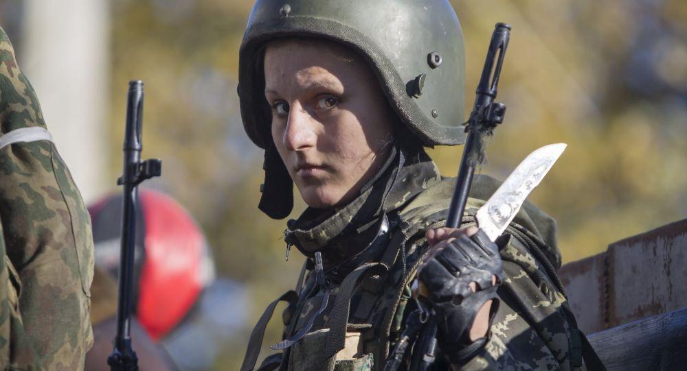 Une militaire dans le Donbass