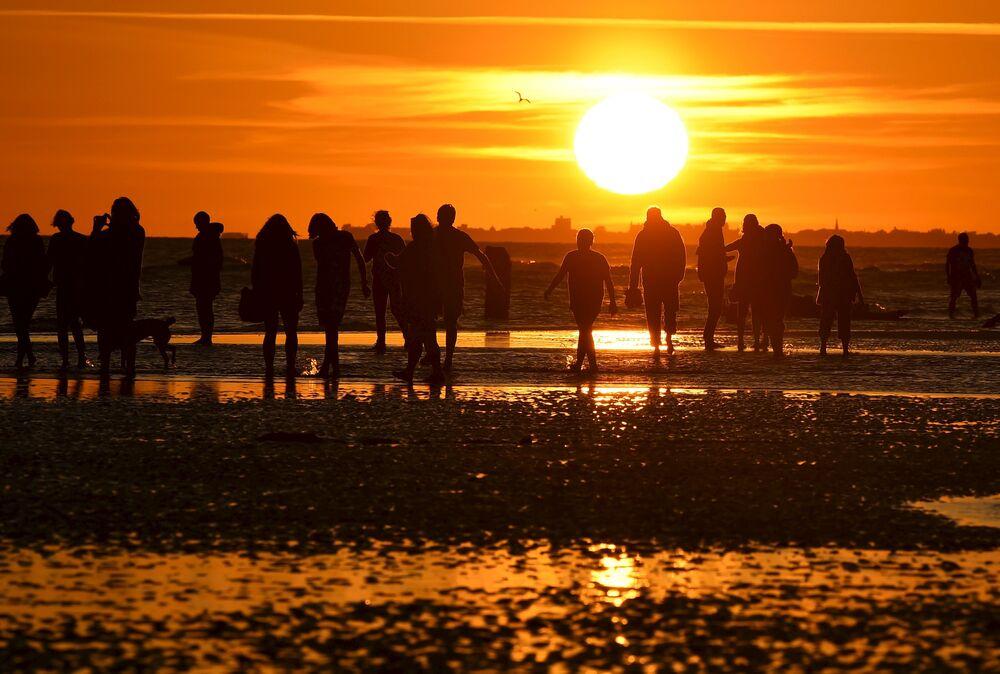 Le coucher de soleil à Brighton au sud de l'Angleterre