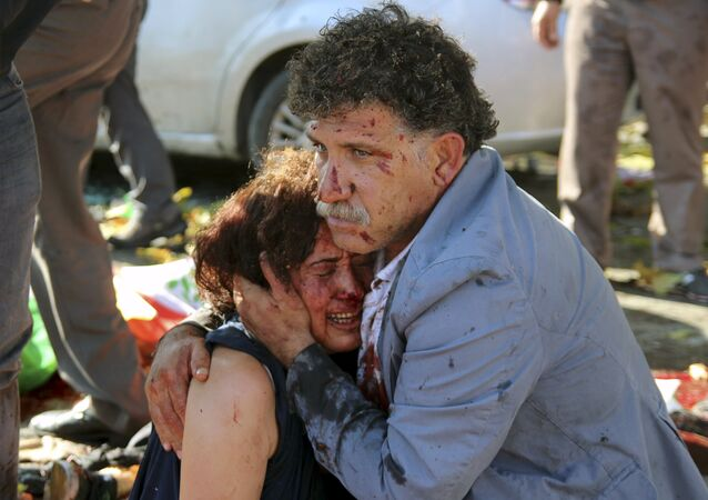 Sur les lieux des explosions à Ankara