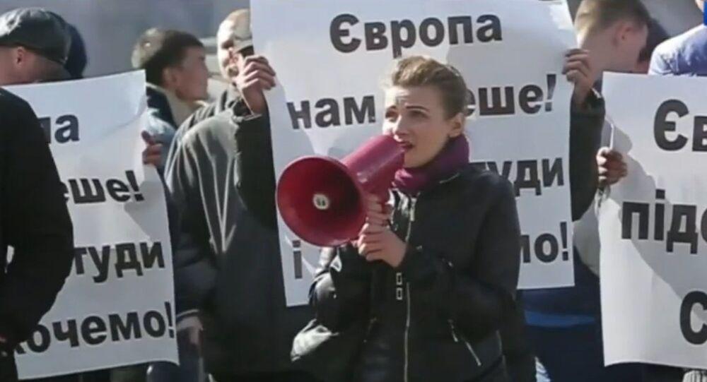 Les habitants de Kiev demandent à l'UE de cesser l'incitation à la guerre