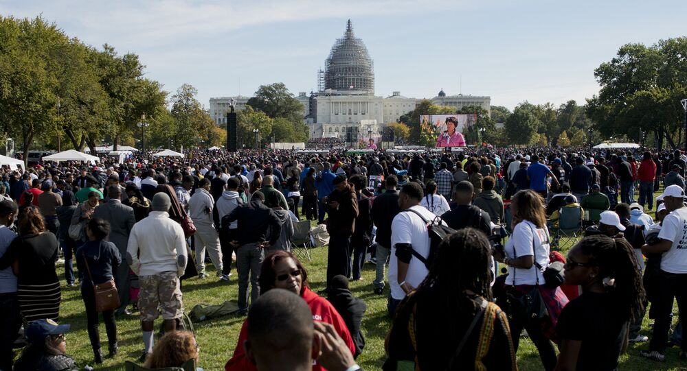 un rassemblement de milliers de Noirs à Washington