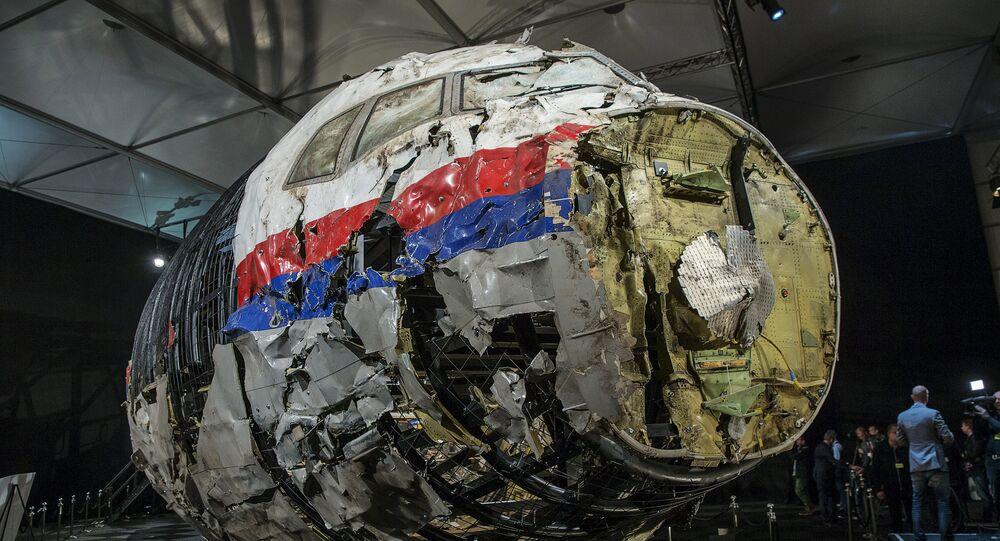 L'épave reconstruite du Boeing 777 de Malaysia Airlines tombé dans le Donbass
