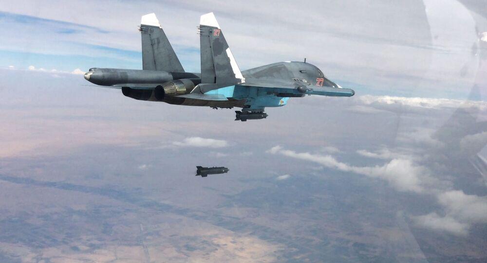 Un chasseur-bombardier Sukhoi Su-34 lors d'un raid sur Raqqa. Archive photo