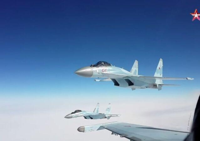 Kouriles: exercice aérien des chasseurs Su-35