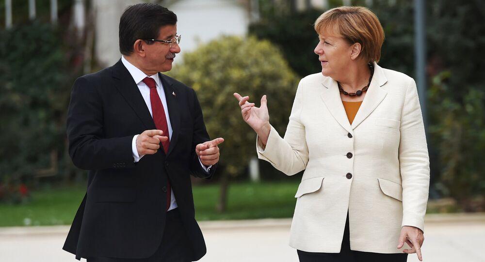 Ahmet Davutoglu et Angela Merkel