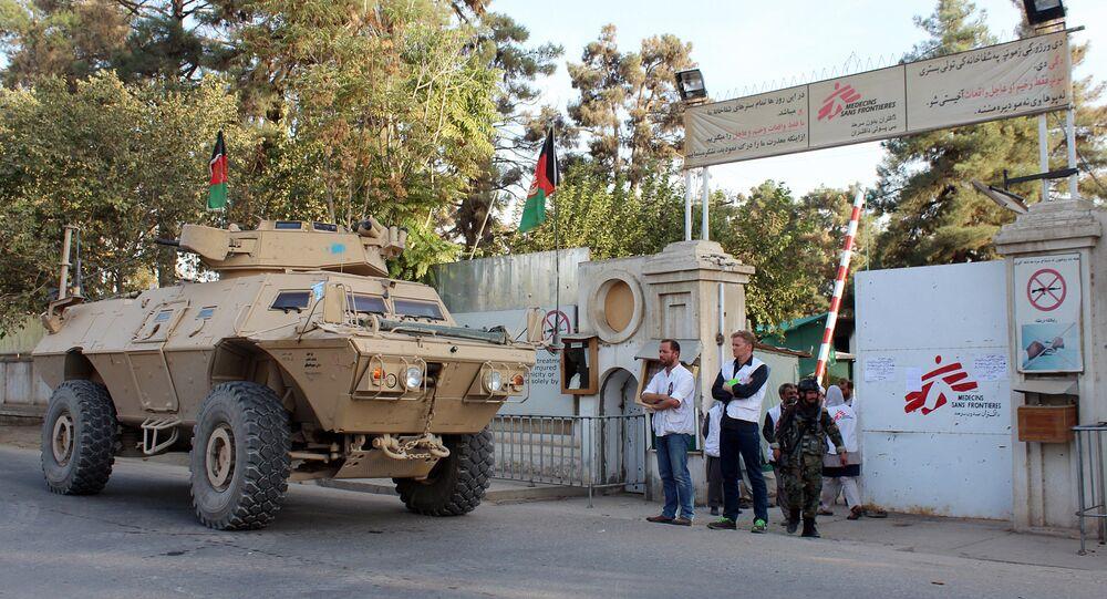 Après avoir été bombardé, l'hôpital de MSF défoncé par un char US
