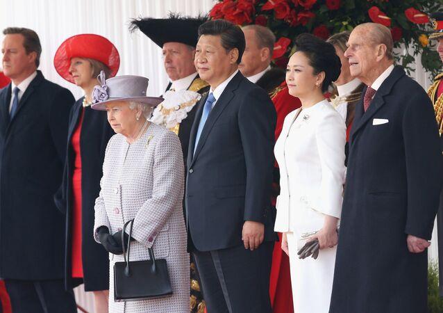 La reine d'Angleterre Elizabeth II, le président chinois Xi Jinping et son épouse Peng Liyuan, le prince Philip. Londres