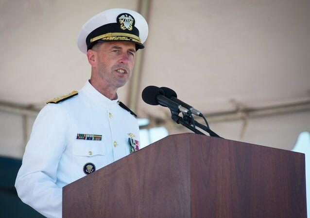 L'amiral américain John Richardson