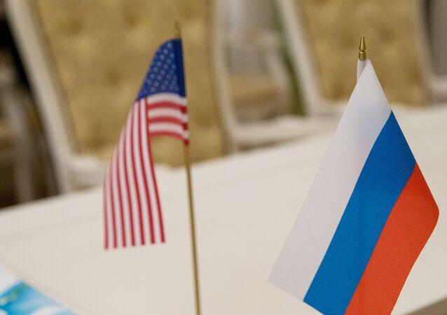drapeau russe et américain