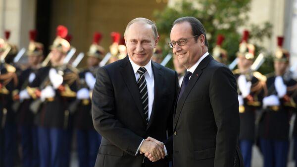 Le président français François Hollande et le président russe Vladimir Poutine à Paris. Archive photo - Sputnik France