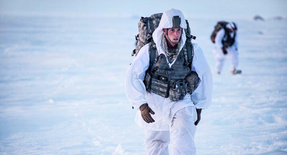Les soldats US se forment-ils au combat hivernal pour faire la Coupe du monde de biathlon?