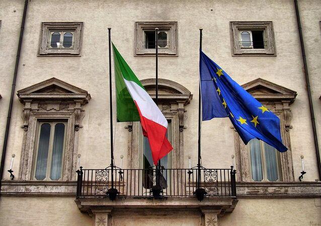Drapeaux italiens et de l'UE à Rome