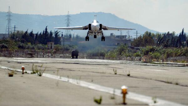 Su-24,la base militaire de Hmeymim, en Syrie - Sputnik France