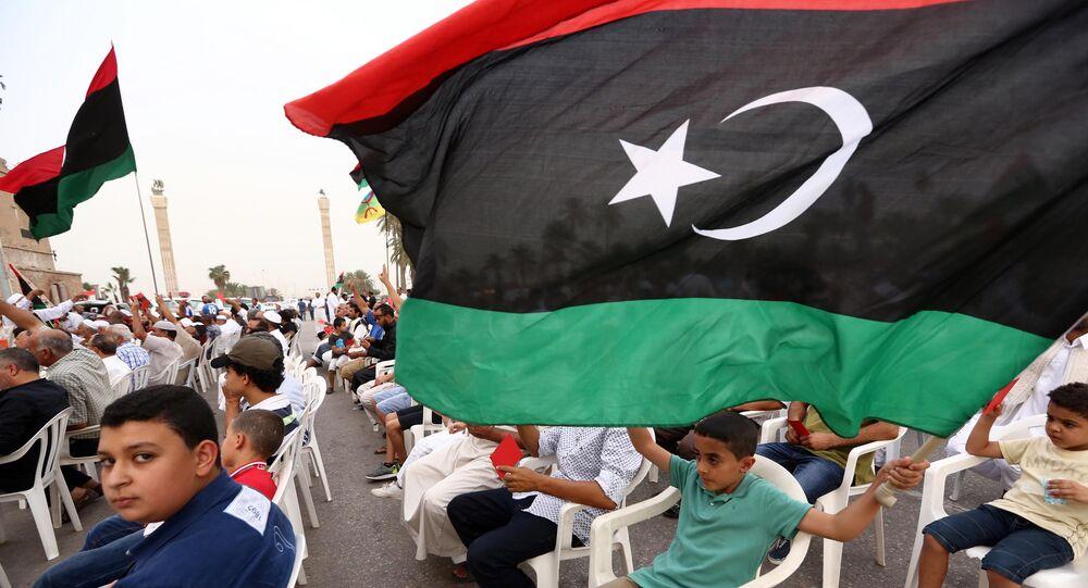 manifestation contre le gouvernement d'union nationale , place des Martyrs de Tripoli
