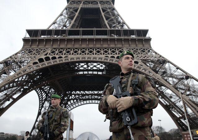 Soldats français à Paris