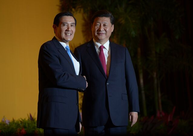 Poignée de main historique entre les présidents chinois et taïwanais, le 7 novembre 2015