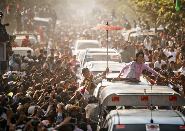Aung San Suu Kyi, leader du parti d'opposition Ligue nationale pour la démocratie (LND)