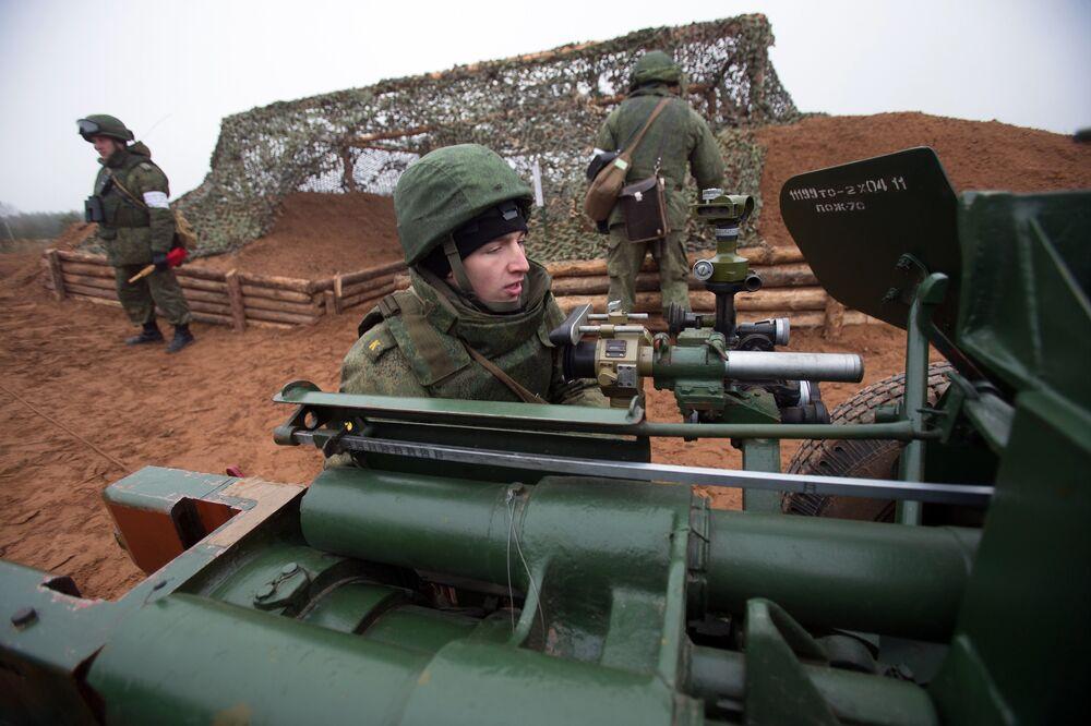 Exercices de tirs en banlieue de Saint-Petersbourg