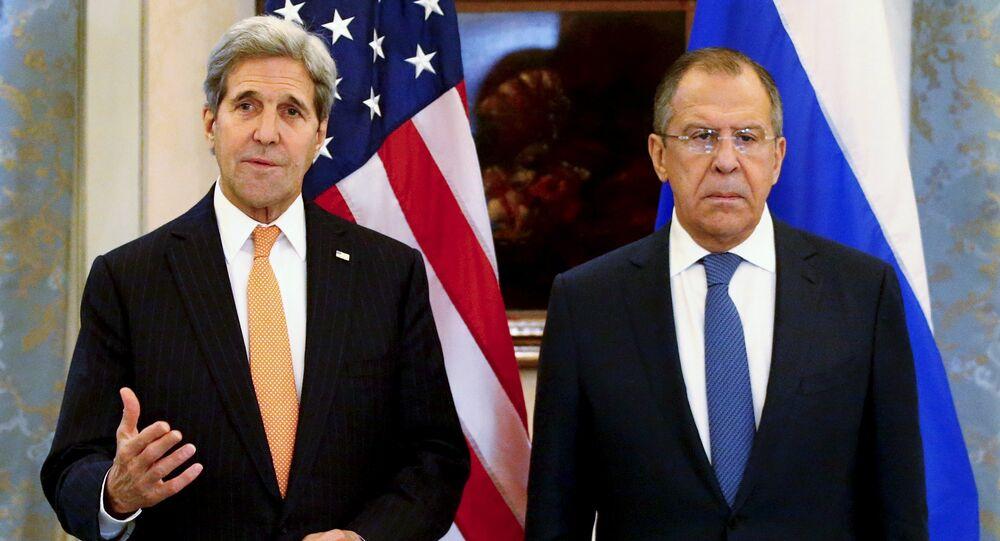Le ministre russe des Affaires étrangères Sergueï Lavrov et le secrétaire d'Etat des Etats-Unis John Kerry à Vienne, 14 novembre 2015