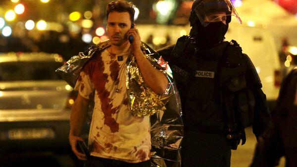 Un homme blessé lors de l'attaque du Bataclan, en 2015 - Sputnik France