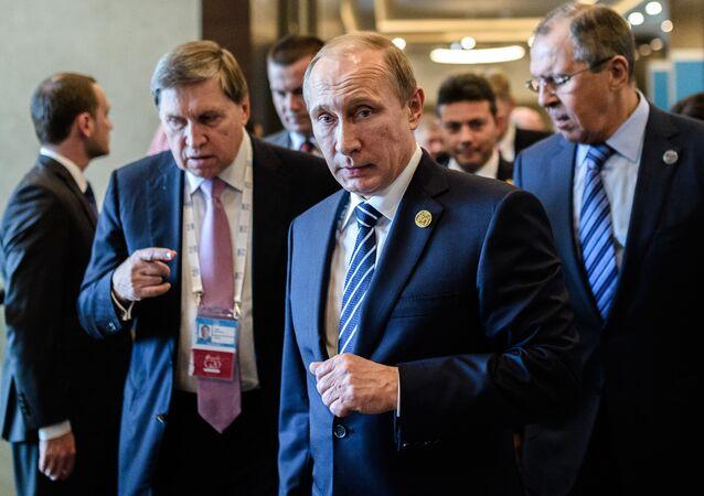 Vladimir Poutine arrive à Antalya pour le sommet du G20