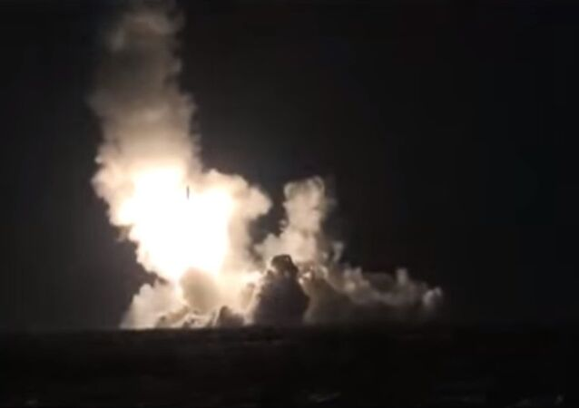 Premier tir simultané de deux missiles Boulava