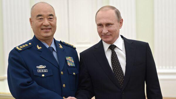 Le président russe Vladimir Poutine et le vice-président de la Commission militaire centrale (CMC) de Chine, Xu Qiliang - Sputnik France