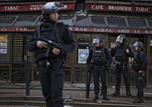 Saint-Denis: assaut policier en cours dans le cadre de l'enquête sur les attentats