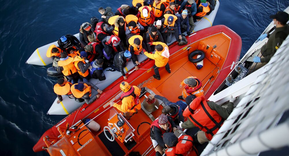 Des réfugiés près des côtes de Canakkale, Turquie, après une tentative échouée d'atterir sur l'île grecque de Lesbos, 9 novembre 2015