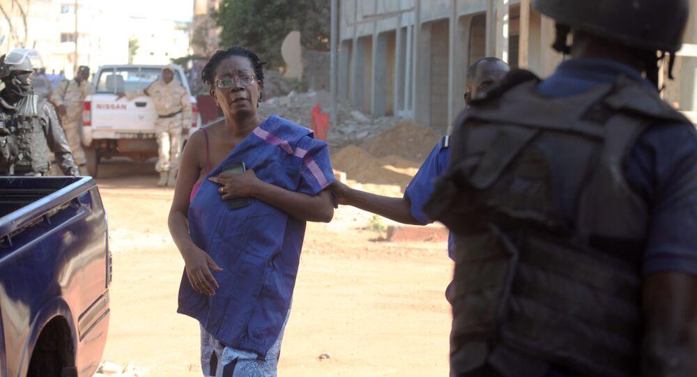 Environ cent otages libérés de l'hôtel à Bamako