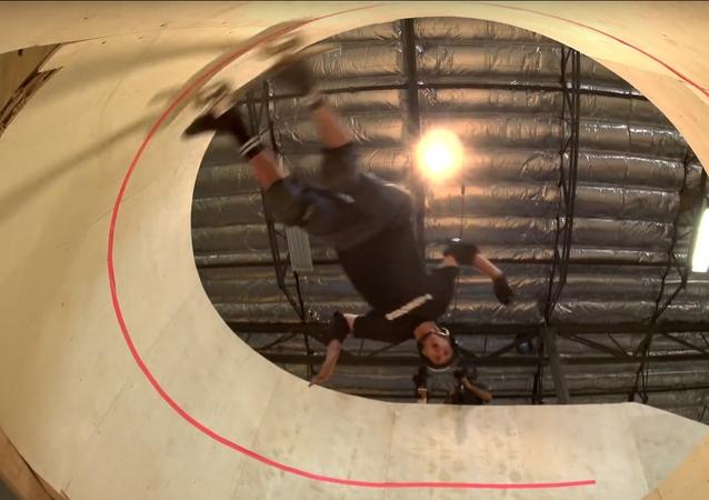 Tony Hawk se lance sur une spirale verticale