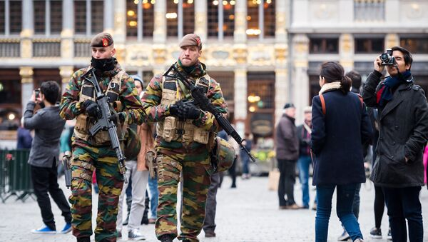 Belgian Army soldiers patrol in the picturesque Grand Place in the center of Brussels on Friday, Nov. 20, 2015. - Sputnik France