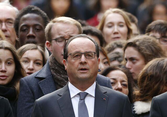 François Hollande pendant la minute de silence, nov. 16, 2015