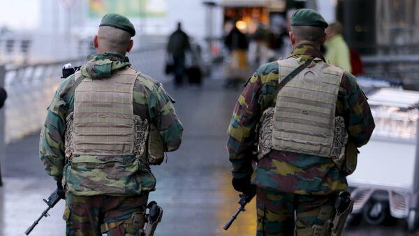 Patrouille militaire devant l'aéroport international de Bruxelles - Sputnik France