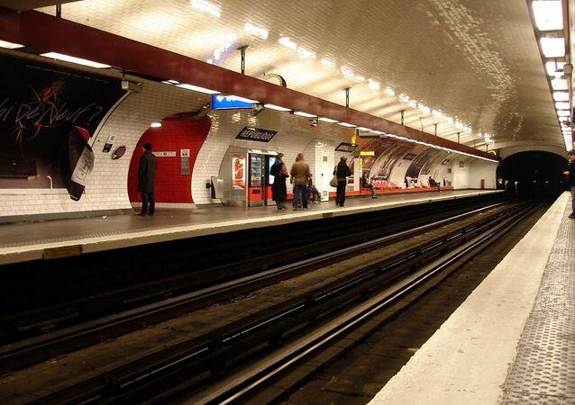 Métro de Paris (France) - ligne 11 - Station République. Archive photo