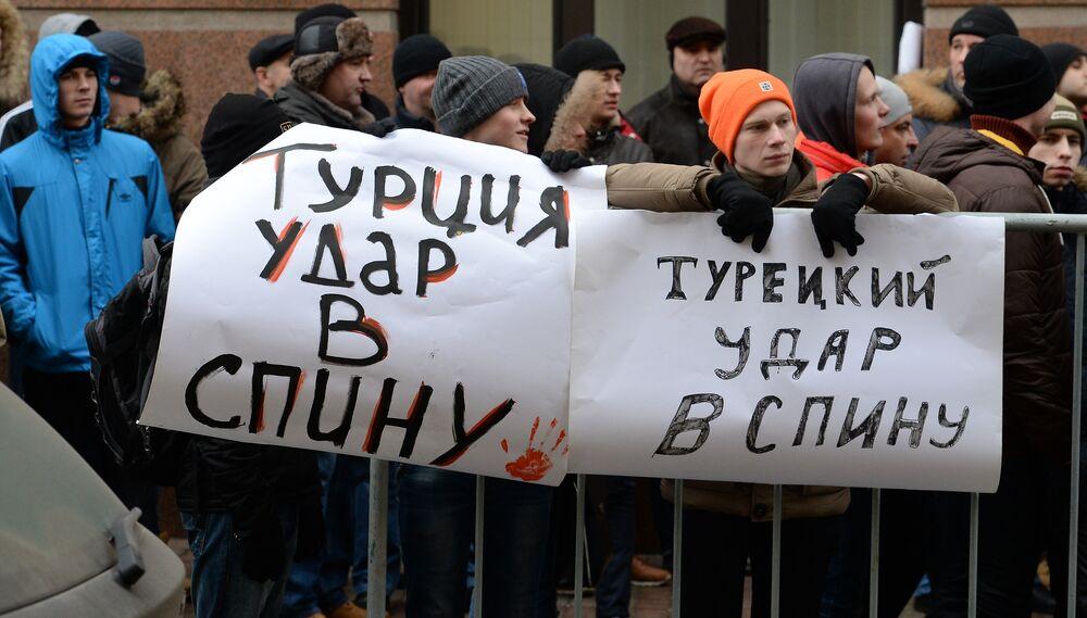Action de protestation devant  l'ambassade de Turquie à Moscou