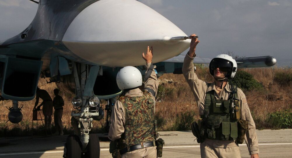 Un avion russe Su-24 sur la base de Hmeimim en Syrie