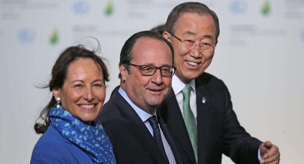 François Hollande, Segolene Royal et Ban Ki-moon, COP21, Le Bourget, France, Nov. 30, 2015.
