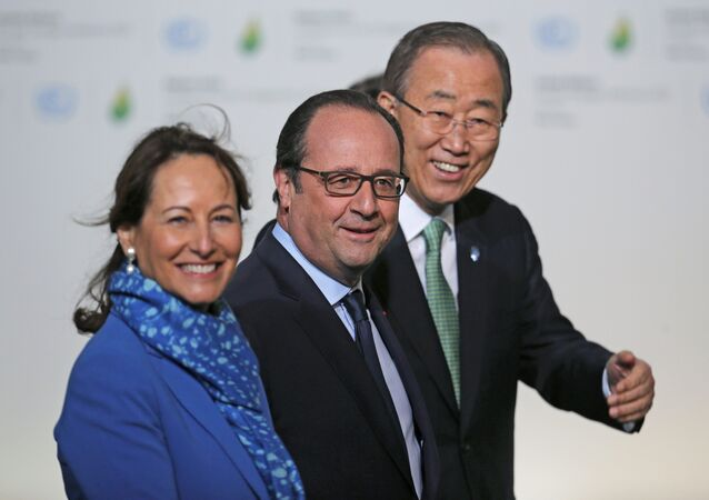 François Hollande, Segolene Royal et Ban Ki-moon, COP21, Le Bourget, France, Nov. 30, 2015.