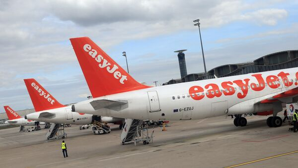 Airbus A 320 airplanes from low cost airline EasyJet are parked at Paris Roissy Charles de Gaulle airport in Roissy en France, north of Paris on April 29, 2013 - Sputnik France