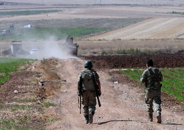 Des soldats turcs près de la frontière syrienne, à l'est de la ville de Kilis