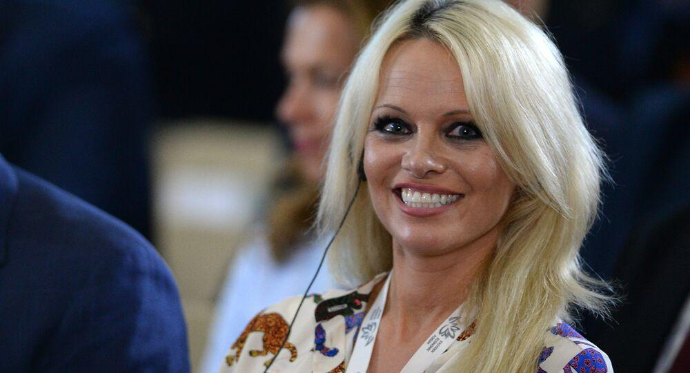 Pamela Anderson part en guerre contre l'industrie du X
